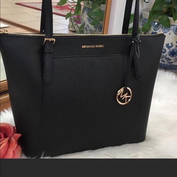 Michael Kors Handbags - 🔥🔥🔥Michael Kors LG zip top Ciara tote